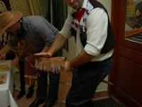 Janusz próbuje uspokoić swojego wierzchowca ;D