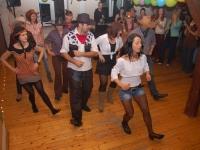 Prawa raz, lewa dwa, podskok i.. obrót! Kowbojski taniec wykonany przez zespół Formy:)