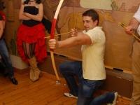 Marek - jeden ze śmiałków w konkursie strzelania z łuku:)